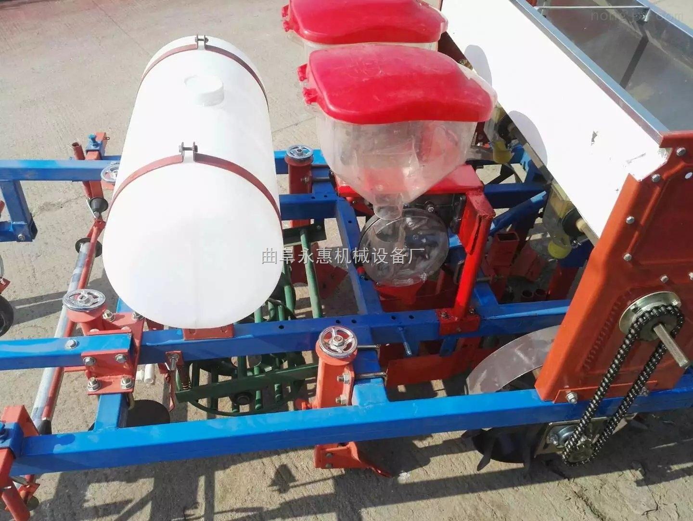 花生玉米播種施肥機,土豆覆膜機哪里有,除草打藥覆膜機廠家