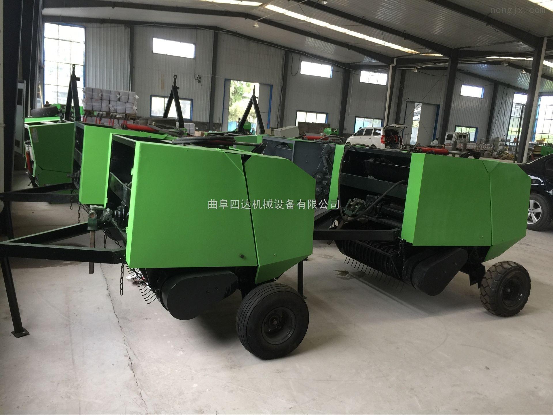 小四轮拖拉机带的玉米秸秆打捆机