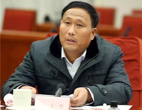 刘天华:从拖拉机到农用飞机的种地经