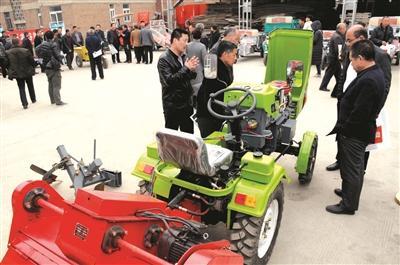 平定县举办电动农机新产品奖补展示会