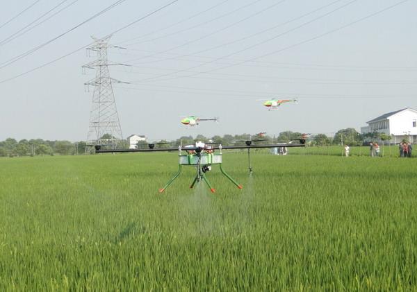 农业飞机,或者在飞机起飞或降落期间